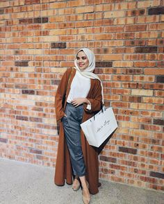 Hijab trend spring fashion – Just Trendy Girls Islamic Fashion, Muslim Fashion, Modest Fashion, Fashion Outfits, Casual Hijab Outfit, Hijab Chic, Modele Hijab, Hijab Trends, Mode Simple