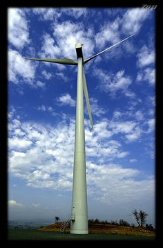 Nation wide wind energy information and facts. http://www.diywindturbine.us/domestic-wind-power.html Wind Power Generator / Wind turbine