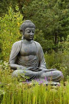 Tuinposter_boeddha-beeld-in-lotushouding