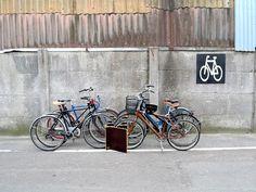 La rencontre d'Aurélie Durand et de Daniel Espeland fait naitre le concept Double U, le mobile bike parking dédié aux évènements et festivals.