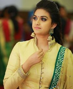 keerthi suresh hd photos images all romantic romance time wallpapers pics South Indian Actress Hot, Most Beautiful Indian Actress, Indian Film Actress, Indian Actresses, Men's Fashion, Fashion Week, Top 10 Actors, Pattu Saree Blouse Designs, Wedding Couple Poses Photography