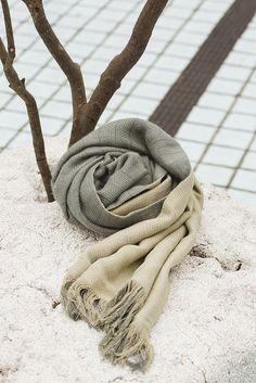 綠野盎然 - 嫩芽綠雙層亞麻手感流蘇圍巾 - NANHI 男孩 | Pinkoi