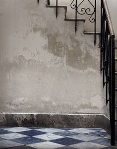 Our entryway in Palermo Palermo, Distressed Walls, Tadelakt, Winter Cabin, Paint Effects, Plaster Walls, How To Make Bed, Lake View, Modern Room