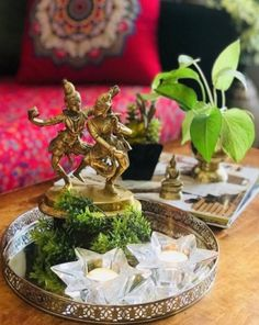 Awesome home decor tips are offered on our web pages. Take a look and you wont be sorry you did. Cute Dorm Rooms, Cool Rooms, Farmhouse Side Table, Indian Home Decor, Indian Room, Farmhouse Design, Home Look, Living Room Designs, Decor Styles