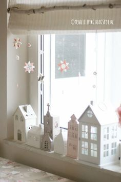 Little white houses Country Christmas Decorations, Diy Christmas Tree, Christmas Makes, Christmas Villages, Christmas Projects, All Things Christmas, Vintage Christmas, Cardboard Box Houses, Paper Houses