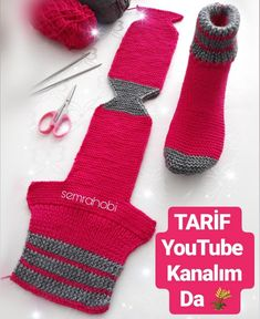 Knitted Booties, Knitted Slippers, Baby Booties, Knitted Christmas Stockings, Christmas Knitting, Crochet For Kids, Crochet Baby, Two Needle Socks, Small Knitting Projects