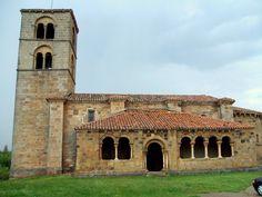 Iglesia de Ntra. Señora de la Asunción (Jaramillo de la Fuente, Burgos). Presenta la galería porticada característica del románico del Valle del Duero.