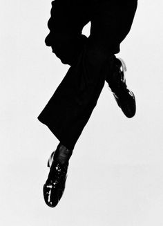 Fred Astaire...walking on air!! Man I love watching this guy!!