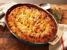 "Hasselback Potato Gratin Recipe J. Kenji López-Alt Managing Culinary Director ""Combine the premise of a potato gratin with Hasselback roast potatoes for the ultimate creamy-in-the-middle, crispy-on-top casserole. Batatas Hasselback, Hassleback Potatoes, Roasted Potatoes, Crispy Potatoes, Serious Eats, Potato Dishes, Potato Recipes, Potato Food, Side Dish Recipes"