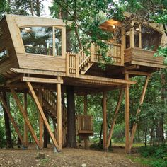 In Wolfsburg, Germany, a treehouse has been designed by Baumraum and constructed by the troop of enthusiastic young people on the Almke camp site.