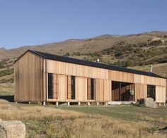 The landscape of the Cardrona Valley is big; the holiday home there that architect Richard Naish of RTA Studio designed for himself and his family is much less so New Zealand Architecture, Timber Architecture, Residential Architecture, Building Architecture, Hut House, Tiny House, Small Floor Plans, Timber Cladding, Cladding Ideas