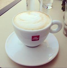 Cappuccino #florielovescoffee #multimedia1 #addiction