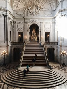 — San Francisco City Hall