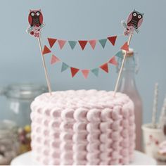 Make a statement with this cake bunting decoration. Comprising of 17 fabric flags and patchwork owl toppers for each end, a stunning cake topper for any special occasion including birthday parties, baby showers and just about any party Owl Bunting, Cake Bunting, Wedding Cake Accessories, Party Mottos, Owl Parties, Adult Party Themes, Sweet Trees, Wholesale Party Supplies, Baby Shower Cakes