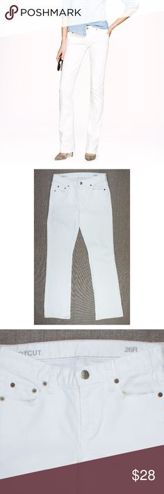 "J.CREW White Bootcut Jeans Size - 26  These white bootcut jeans from JCREW are in great condition! They feature a bootcut leg.  Measures: Waist: 28"" Rise: 8.5"" Hips: 36"" Inseam: 32"" J. Crew Jeans Boot Cut"