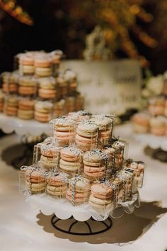 Wedding Dessert Table Ideas macaron favors tied with black and white twine Wedding Favors And Gifts, Wedding Favour Displays, Wedding Favours Luxury, Honey Wedding Favors, Wedding Favor Table, Creative Wedding Favors, Inexpensive Wedding Favors, Elegant Wedding Favors, Edible Wedding Favors