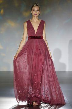 - Foto 1 - Patricia Avendaño 2016 - TELVA.com Elegant Dresses, Beautiful Dresses, Formal Dresses, Wedding Dresses, Agra, Royal Fashion, Ball Gowns, Ideias Fashion, Casual