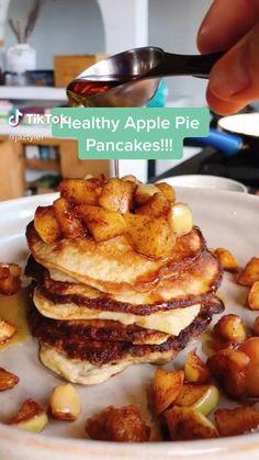 Apple Pie Pancakes Healthy Breakfast Recipes, Healthy Baking, Healthy Desserts, Healthy Recipes, Healthy Food, Easy Baking Recipes, Snack Recipes, Dessert Recipes, Smoothie Recipes