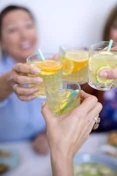 Summer Cocktails, Cocktail Drinks, Alcoholic Drinks, Kiwi, Bbq, Restaurant Marketing, Homemade Ice, Infused Water, Home Recipes