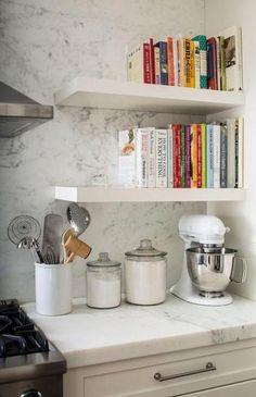 New kitchen shelves books cookbook shelf ideas Kitchen Bookshelf, Kitchen Corner, Diy Kitchen, Kitchen Decor, Country Kitchen, Kitchen Ideas, Bookshelf Diy, Bookshelf Design, Cookbook Storage