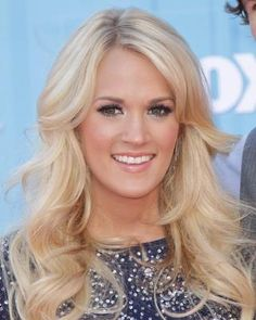 Champagne blonde hair - Carrie Underwood