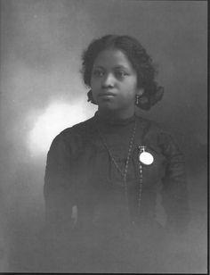 Afro-Mexican Young Woman, Guanajuato, Mexico 1910, photographer Romualdo García