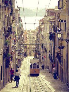 Lisboa - Portugal  https://www.facebook.com/casanaaldeia