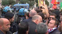La figuraccia dei manifestanti a Catania e la professionalità dei poliziotti - http://www.sostenitori.info/la-figuraccia-dei-manifestanti-catania-la-professionalita-dei-poliziotti/252505