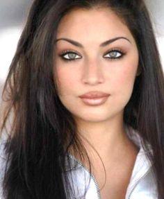 Persian women are beautiful. Gorgeous Eyes, Pretty Eyes, Beauty Skin, Hair Beauty, World Most Beautiful Woman, Exotic Beauties, Persian Beauties, Lynx, Woman Face