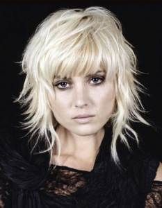 Women Casual Hairstyle for Short Layered Hair Hair styles Medium Layered Hair, Short Hair With Layers, Short Hair Cuts, Medium Choppy Layers, Short Punk Hair, Layered Haircuts For Women, Layered Hairstyles, Medium Haircuts, Haircut Medium