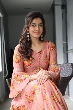 Raashi Khanna stills from Adanga Maru promotions - South Indian Actress Simple Kurti Designs, Kurta Designs Women, Sleeves Designs For Dresses, Dress Neck Designs, Indian Designer Outfits, Designer Dresses, Long Dress Design, Long Gown Dress, Kurta Neck Design