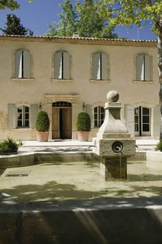 Lafourcade Isn't this gorgeous? Check out the website of these home builders/restorers for other extraordinary homes in Provence.