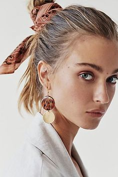 Exceptional hairstyles ideas tips are readily available on our web pages. look at this and you will not be sorry you did. Hair Inspo, Hair Inspiration, Blonde Pixie Cuts, Bandana Hairstyles, Hairstyle Ideas, Bob Hairstyle, Naturally Curly Bob, Wild Hair, Bandana Print