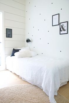 Talo Markki -kids room makeover - dots in the wall - black and white interior - modern log home interior - scandinavian interior - finnish home - balmuir linen bed sheets