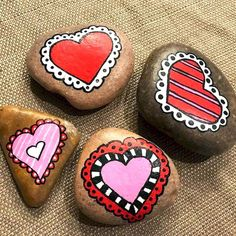 25 Gorgeous Painted Rocks Valentines Day Ideas 25 – Home Design Heart Painting, Pebble Painting, Love Painting, Pebble Art, Pebble Stone, Rock Painting Ideas Easy, Rock Painting Designs, Valentine Crafts, Valentines Day