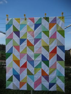 'Happy Days' quilt One day I will be that old lady who quilts Quilting Projects, Quilting Designs, Sewing Projects, Quilt Design, Scrappy Quilts, Easy Quilts, Half Square Triangles, Half Square Triangle Quilts Pattern, Quilt Modernen