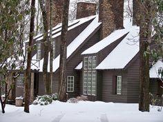 bill ingram mountain house in chashiers Exterior Paint, Exterior Design, Interior And Exterior, Rustic Contemporary, Modern Barn, Bill Ingram, Mountain Homes, Mountain Music, Dark House