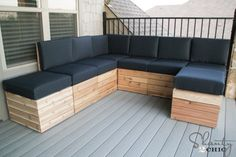 DIY Modular Outdoor Seating - Shanty 2 Chic Hey there! Living in Texas, Fall is the BEST time for us to spend outdoors! One of the big reasons we picked the house plans that we did, when we built our house, was the Pallet Lounge, Pallet Sofa, Pallet Walls, Pallet Tv, Cafe Seating, Outdoor Seating Areas, Deck Seating, Porch Furniture, Diy Outdoor Furniture