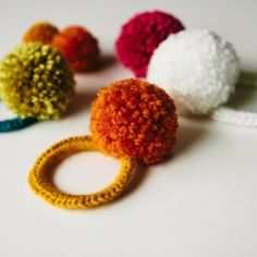 a bit of sunshine: make something monday :: crocheted pom pom hair ties Goldberg Goldberg Gifford Mermaid Cute Diy Projects, Crochet Projects, Projects To Try, Pom Pom Crafts, Yarn Crafts, Pom Pom Hair Ties, Crochet Diy, Crochet Gifts, Little Presents