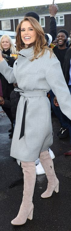 Cheryl Cole in a beautiful gray coat Cheryl Cole Style, Street Chic, Street Style, Girls Aloud, Gray Coat, Fashion Dictionary, Cape Coat, Issa, Trench
