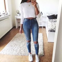 Lovely Look. 43 Lovely Casual Style Looks To Look Cool And Fashionable – Latest Fall Outfits Collection. Lovely Look. Outfit Chic, Outfit Jeans, Casual Party Outfit Teen, Teen Party Outfits, Cropped Sweater Outfit, Party Outfit For Teen Girls, Birthday Outfit For Teens, Comfy Outfit, Cute Spring Outfits