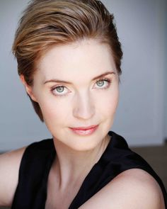 I know Siobhan Marshall isn't going grey, but I'm loving her new short hair style!