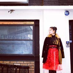 결국 심증만 남기고 물증은 걷어낸 #연남슈퍼 #복고 #파티룩 올킬템 ❤️레드베일❤️ #popart #partydress #partylook #red #veil #handmade #handmadeskirt #winter #style #skirt #sewing #sewingproject #hanbok #korea #seoul #sounlim #소운림 #핸드메이드 #파티룩 #허리치마 #생활한복 #한복스타그램