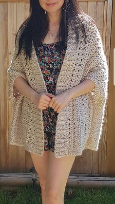 Ravelry: City Chic Shrug pattern by Nicole Wang Crochet Cardigan Pattern, Crochet Jacket, Knit Crochet, Crochet Shrugs, Crochet Sweaters, Crochet Beanie, Crochet Wrap Pattern, Crochet Stitches Patterns, Sewing Patterns