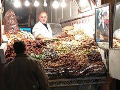 Dulces tradicionales en el zoco de Marrakech (Marruecos)