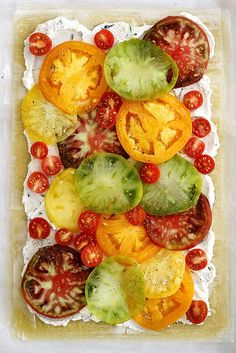 An easy, fresh and flavorful tomato ricotta phyllo tart with flaky pastry layers, chopped herbs, fresh heirloom tomatoes and a ricotta spread. Fresh Chives, Fresh Herbs, Tart Recipes, Cooking Recipes, Phyllo Recipes, Athens Food, Savory Tart, Savory Cakes, Phyllo Dough