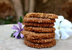 Biscuits sarrasin-avoine Healthy Food Alternatives, Healthy Food Options, Healthy Drinks, Healthy Recipes, Vegan Brownie, Brownie Recipes, Biscuit Sans Gluten, Blackberry Smoothie, Benefits Of Organic Food