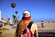 foto @natfilippini En un viaje a California, visitando Venice Beach con mi gorra favorita de Vans. looks que podes ver en mi blog.