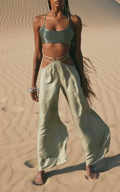 Greek Inspired Fashion, Off The Shoulder Top Outfit, Edgy Chic, Looks Chic, Gaia, Daily Fashion, Aesthetic Clothes, Fashion Forward, Fashion Outfits