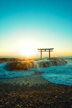 神磯の鳥居 Torii of Kamiiso Ibaraki,Japan Ibaraki, Beautiful Sky, Beautiful Places, Torii Gate, Japanese Landscape, Mount Fuji, Japanese Culture, Japan Travel, Places To See